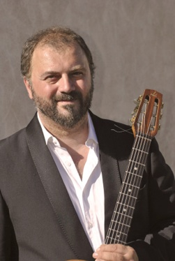 Mathieu Chatelain rythm guitarist of the french gypsy jazz band of Pierre Mager autour de django.