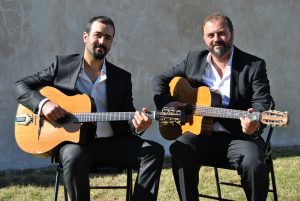 Groupe de jazz manouche en duo guitares de pierre Mager animations.