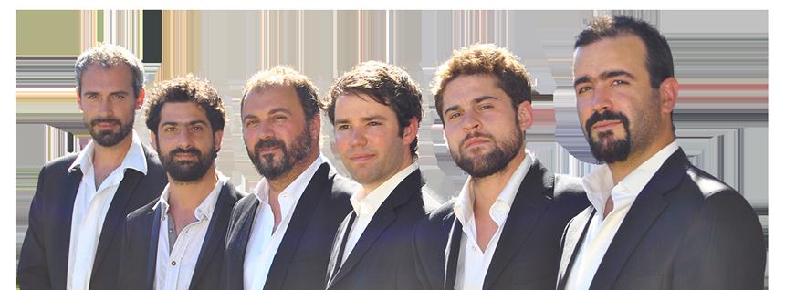 """Le groupe de jazz manouche de pierre mager """"autour de django"""", portrait des musiciens du groupe dirigé par le musicien et guitariste proffessionnel Pierre Mager."""