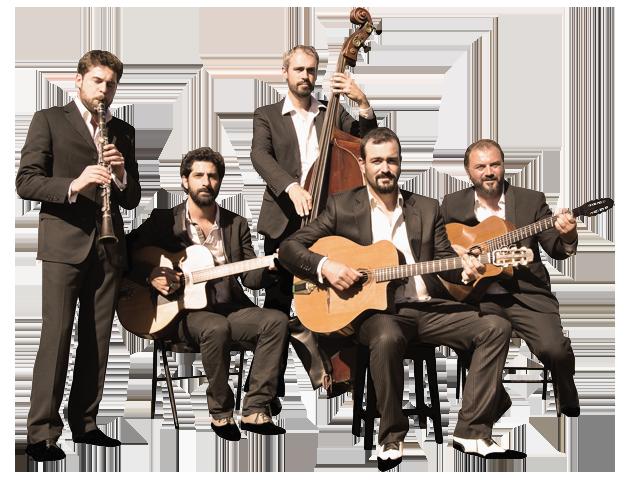 """ensemble des musiciens du projet """"autour de django"""" en version clarinette, quintet ou quartet de jazz manouche orchestre dirigé par pierre mager."""
